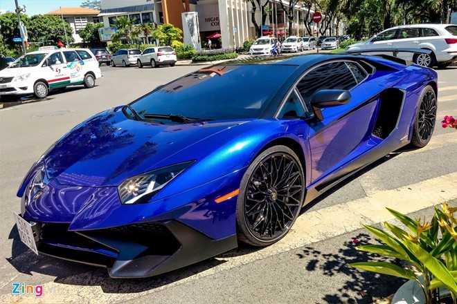 Minh Nhua dao pho Sai Gon bang sieu xe Lamborghini Aventador 35 ty hinh anh 3