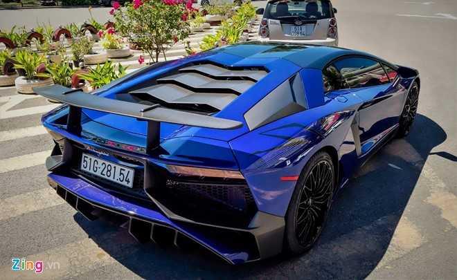Minh Nhua dao pho Sai Gon bang sieu xe Lamborghini Aventador 35 ty hinh anh 4