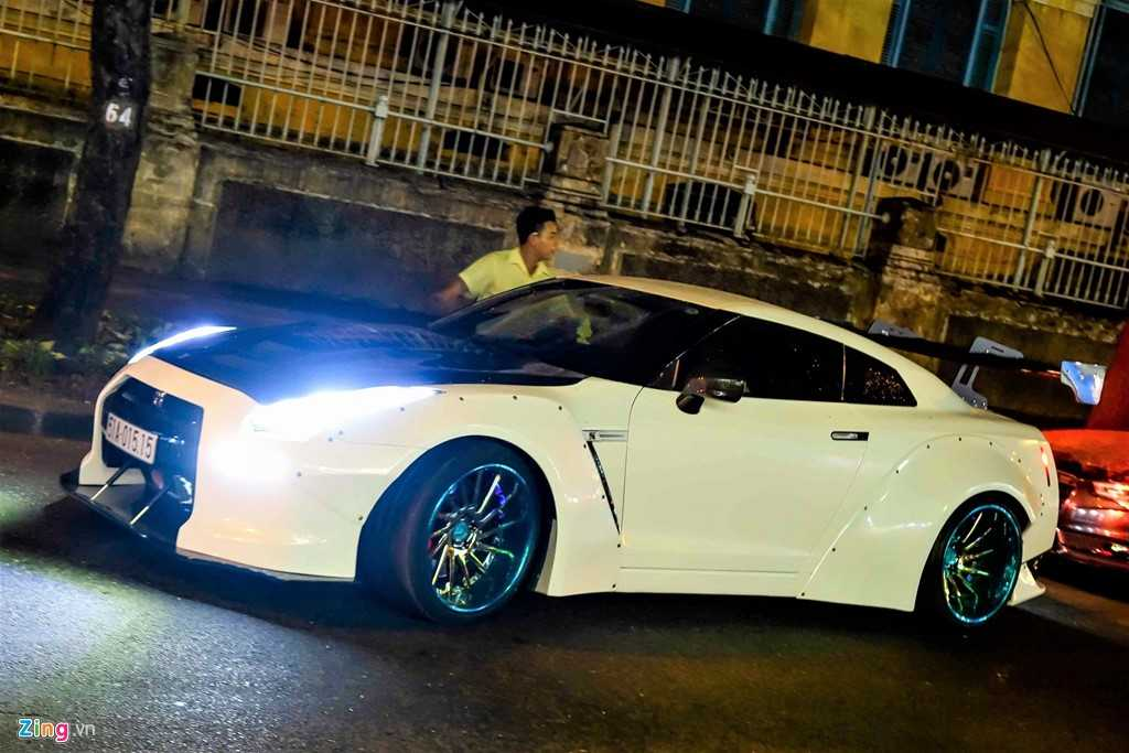 Xe the thao Nissan GT-R do than rong kieu Nhat dao pho Sai Gon hinh anh 1