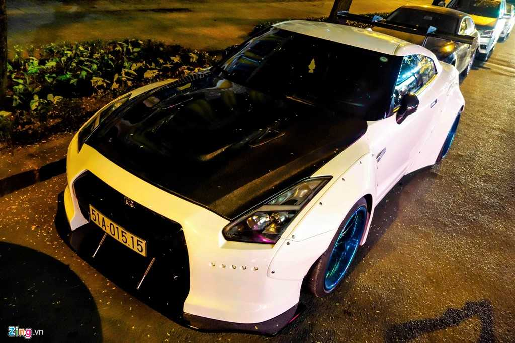 Xe the thao Nissan GT-R do than rong kieu Nhat dao pho Sai Gon hinh anh 2