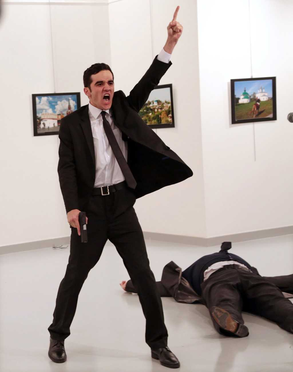 Buc anh dai su Nga bi am sat doat giai World Press Photo 2017 hinh anh 1