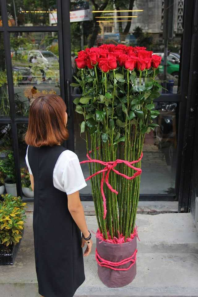 Qua tang Valentine: Hoa hong gia nua trieu cao hon nguoi chay hang hinh anh 1
