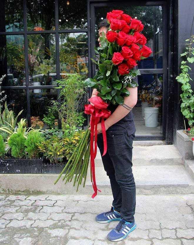 Qua tang Valentine: Hoa hong gia nua trieu cao hon nguoi chay hang hinh anh 2