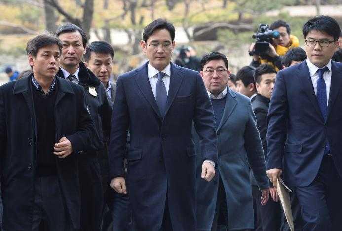 Pho Chu tich Samsung bi bat trong cuoc dieu tra tham nhung hinh anh 1