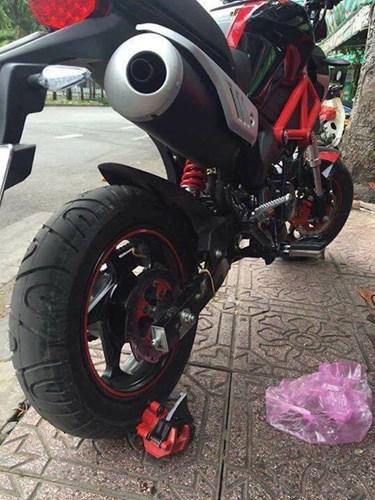 Dan choi Sai Gon 'khoc thet' voi Ducati Monster 110 rom gia 30 trieu dong hinh anh 7