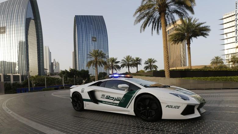 Choang ngop voi dan sieu xe nhanh nhat the gioi cua canh sat Dubai hinh anh 4