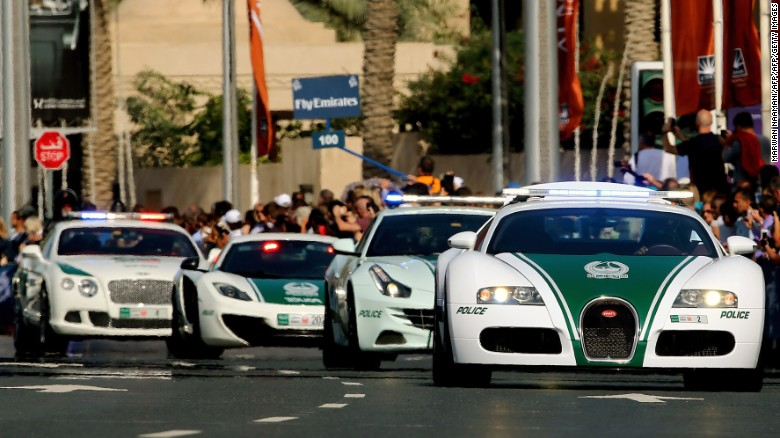 Choang ngop voi dan sieu xe nhanh nhat the gioi cua canh sat Dubai hinh anh 1