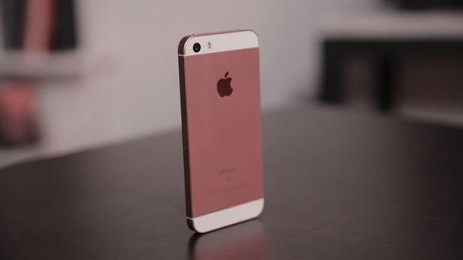 Tang gap doi dung luong, iPhone SE hap dan hon iPhone 6S hinh anh 1