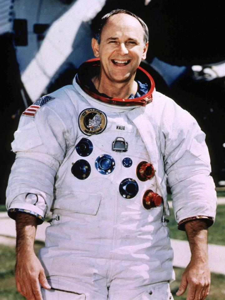 Phi hanh gia tau Apollo 12 tin co nguoi ngoai hanh tinh hinh anh 1