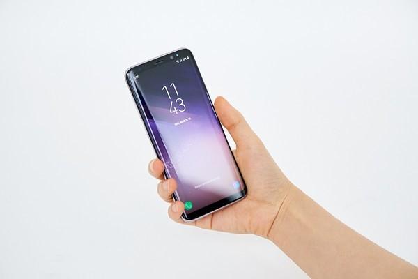 Samsung Galaxy S8 va S8+ ra mat voi man hinh vo cuc hinh anh 9