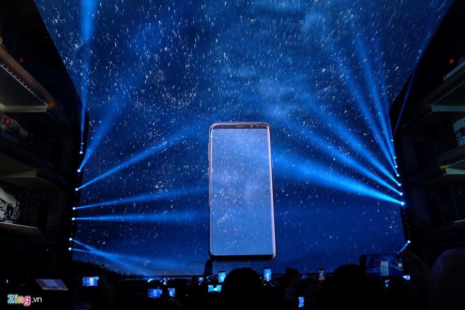 Samsung Galaxy S8 va S8+ ra mat voi man hinh vo cuc hinh anh 2