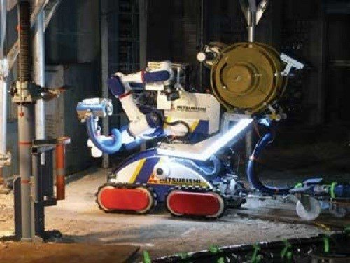 Can canh robot hoat dong trong nha may dien hat nhan hinh anh 2