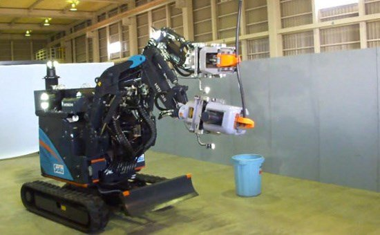 Can canh robot hoat dong trong nha may dien hat nhan hinh anh 6