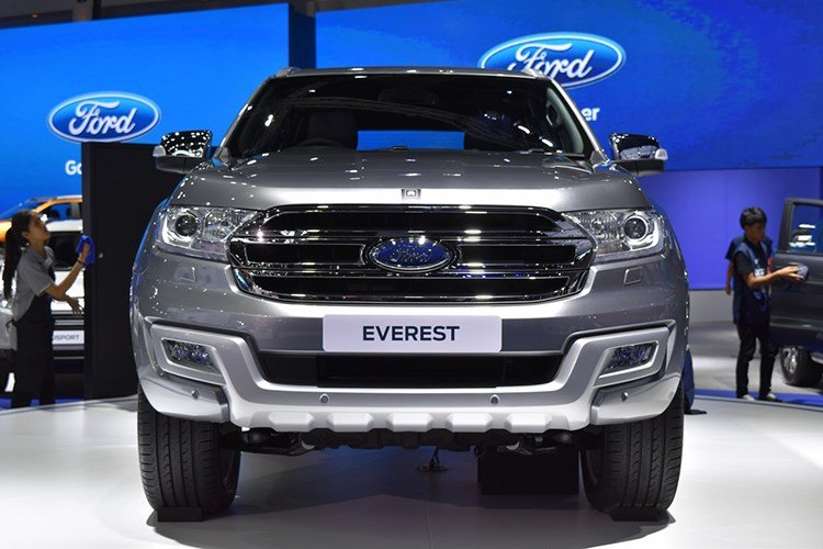 Ford Everest 2017 chot gia 921 trieu dong hinh anh 2