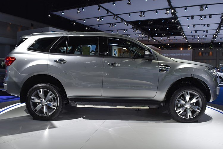 Ford Everest 2017 chot gia 921 trieu dong hinh anh 3