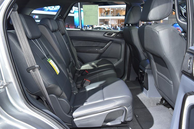 Ford Everest 2017 chot gia 921 trieu dong hinh anh 6