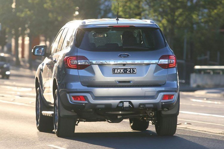 Ford Everest 2017 chot gia 921 trieu dong hinh anh 7