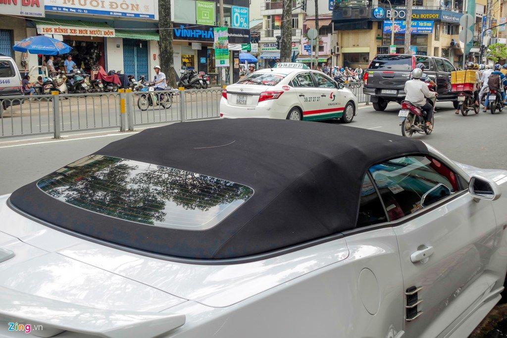 Xe the thao mui tran Chevrolet Camaro 2017 dau tien tren duong Sai Gon hinh anh 4
