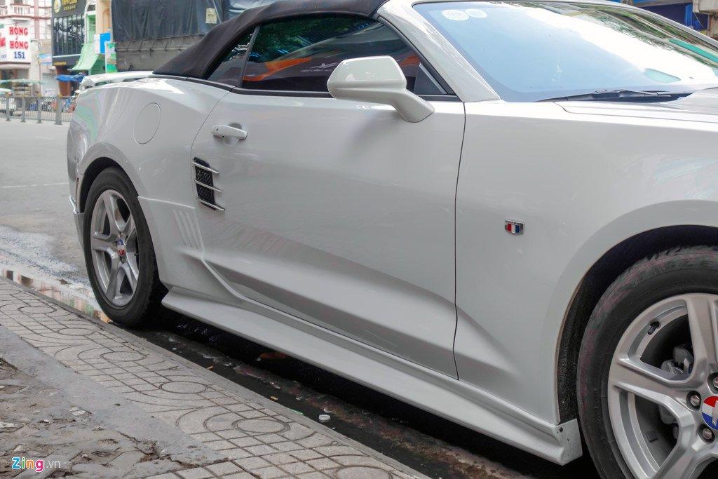 Xe the thao mui tran Chevrolet Camaro 2017 dau tien tren duong Sai Gon hinh anh 5