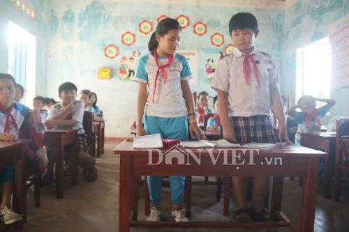 Hang tram hoc sinh Quang Ngai phai quy hoc: Ban ghe duoc thay con...thap hon hinh anh 4