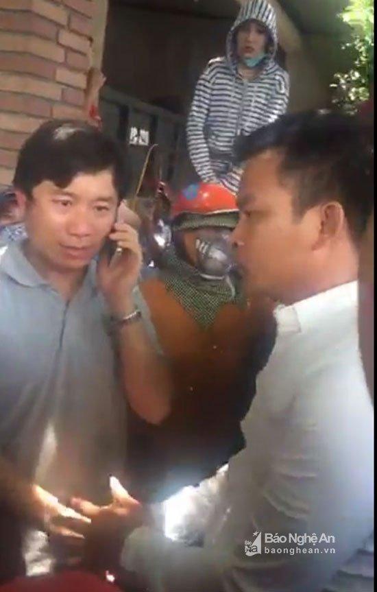 Video: Linh muc Nguyen Dinh Thuc kich dong nhung ke qua khich chan quoc lo 1A hinh anh 1