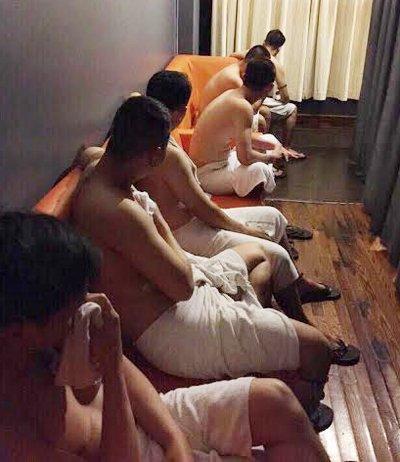 Triet pha o 'my nam' kich duc cho khach dong tinh nup bong tiem massage o TP.HCM hinh anh 2