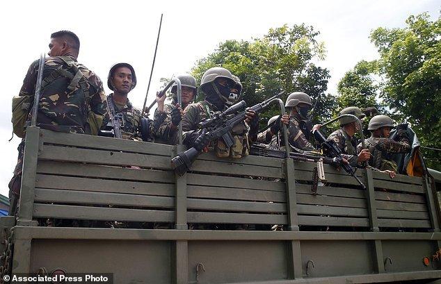 Hang nghin dan thuong Philippines thao chay khoi Marawi hinh anh 10