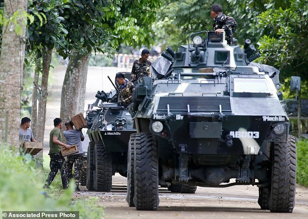 Hang nghin dan thuong Philippines thao chay khoi Marawi hinh anh 9