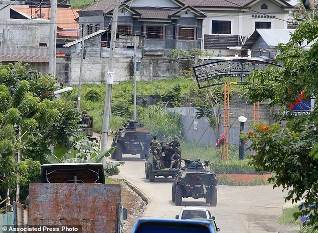Hang nghin dan thuong Philippines thao chay khoi Marawi hinh anh 8
