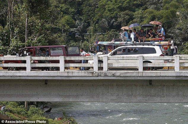 Hang nghin dan thuong Philippines thao chay khoi Marawi hinh anh 3