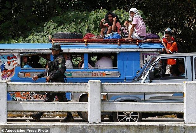 Hang nghin dan thuong Philippines thao chay khoi Marawi hinh anh 2