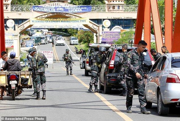 Hang nghin dan thuong Philippines thao chay khoi Marawi hinh anh 7