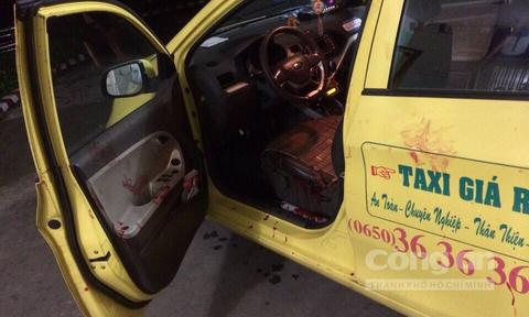 Con do hung han trut 'mua dao' len tai xe taxi cuop tai san hinh anh 2