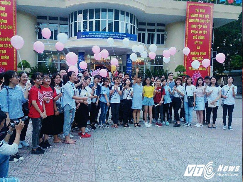 Gan 1.000 hoc sinh hao huc tham du 'Ngay hoi chinh phuc AJC' hinh anh 8