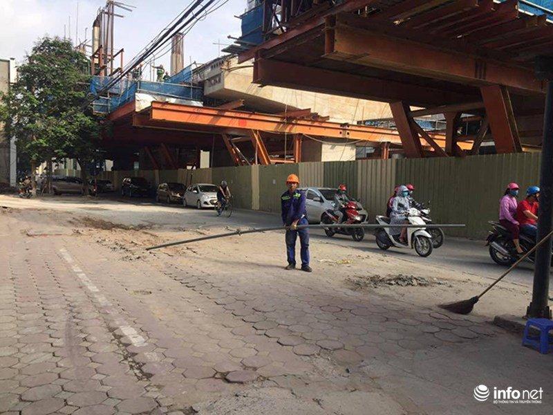 Thanh sat dai 3m roi tu cong truong duong sat tren cao Nhon - Ga Ha Noi hinh anh 2