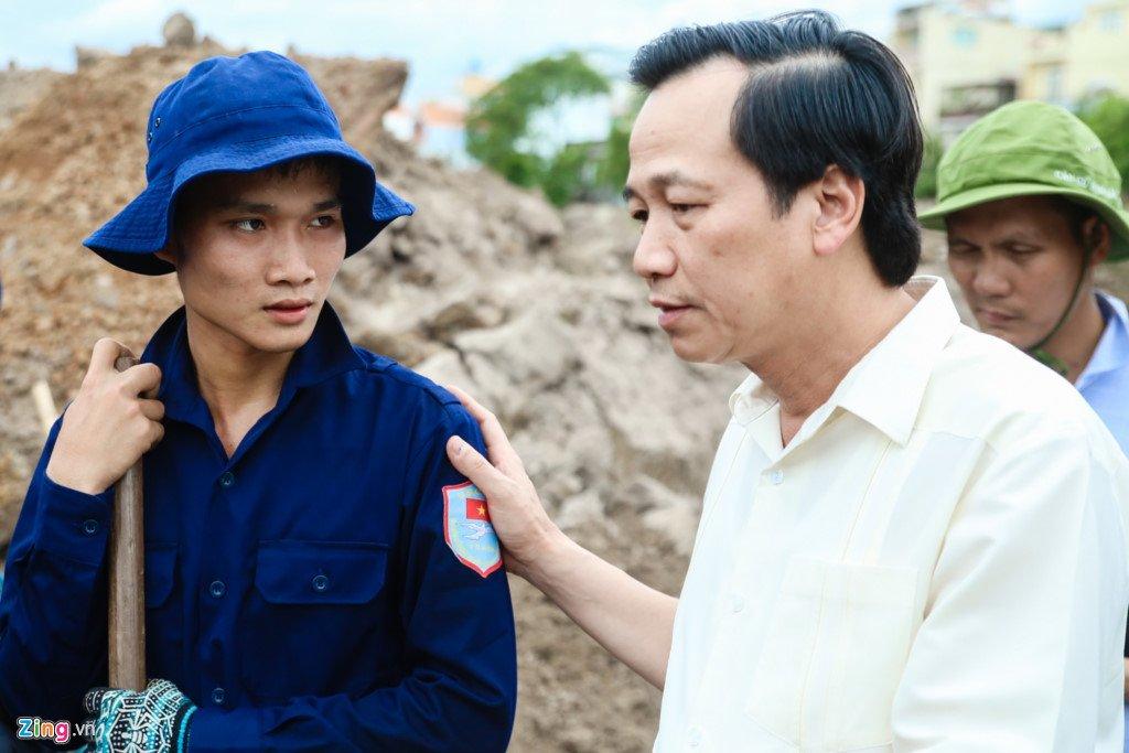 Anh: Tim thay nhieu di vat tai noi nghi mo tap the liẹt sĩ trong Tan Son Nhát hinh anh 1