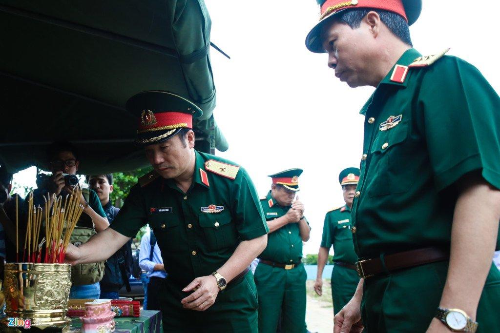 Anh: Tim thay nhieu di vat tai noi nghi mo tap the liẹt sĩ trong Tan Son Nhát hinh anh 2