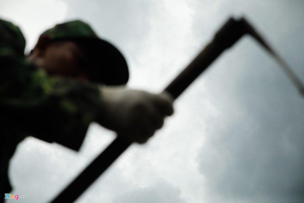 Anh: Tim thay nhieu di vat tai noi nghi mo tap the liẹt sĩ trong Tan Son Nhát hinh anh 11