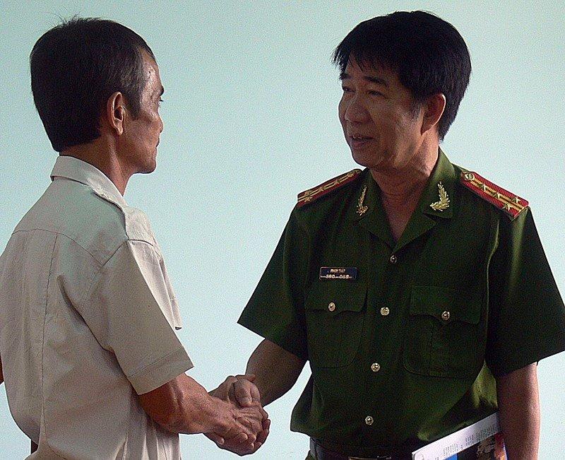 Vu lam oan ong Huynh Van Nen: Kiem diem 12 can bo hinh anh 1