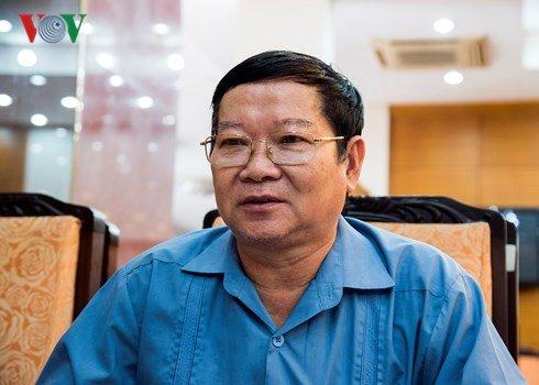 Khoi to ong Dinh La Thang: Ai con noi co 'vung cam' nua khong? hinh anh 1