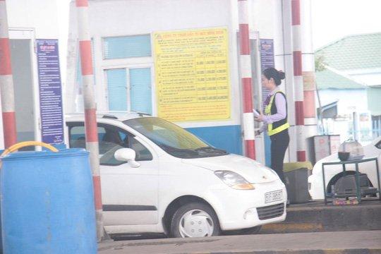 Tai xe 'co thu' giua tram thu phi BOT Nam Binh Dinh doi giam gia ve hinh anh 1