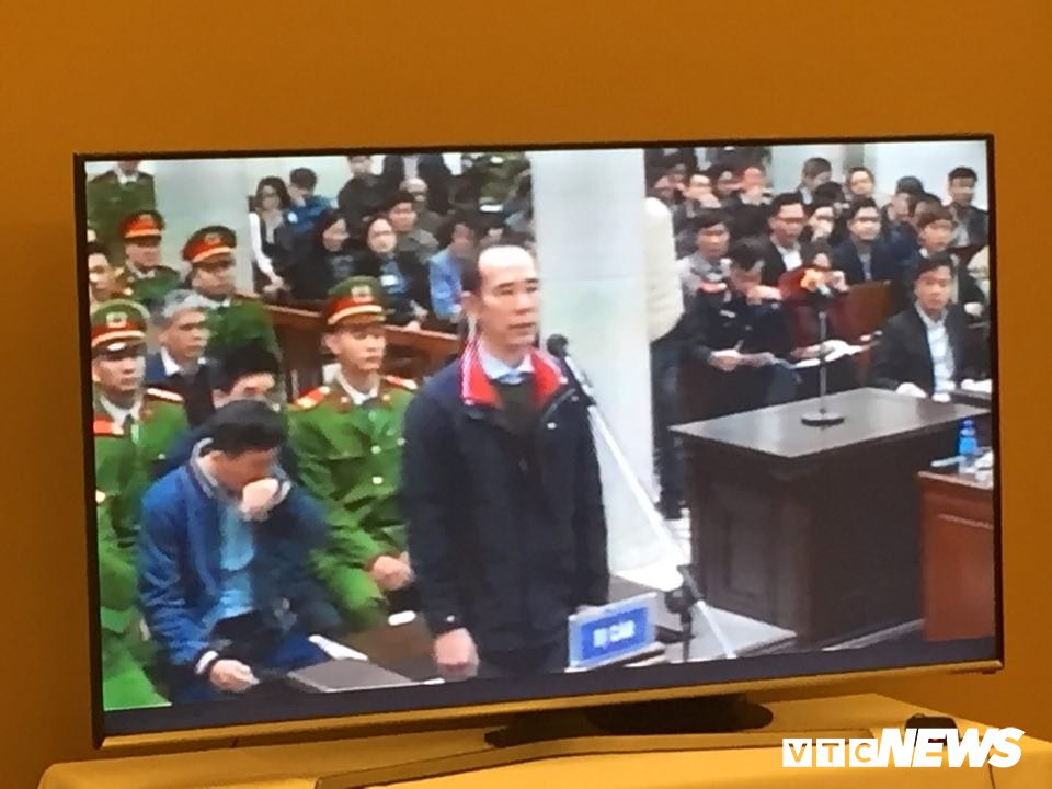Ong Dinh La Thang, Trinh Xuan Thanh binh tinh tra loi truoc toa hinh anh 11