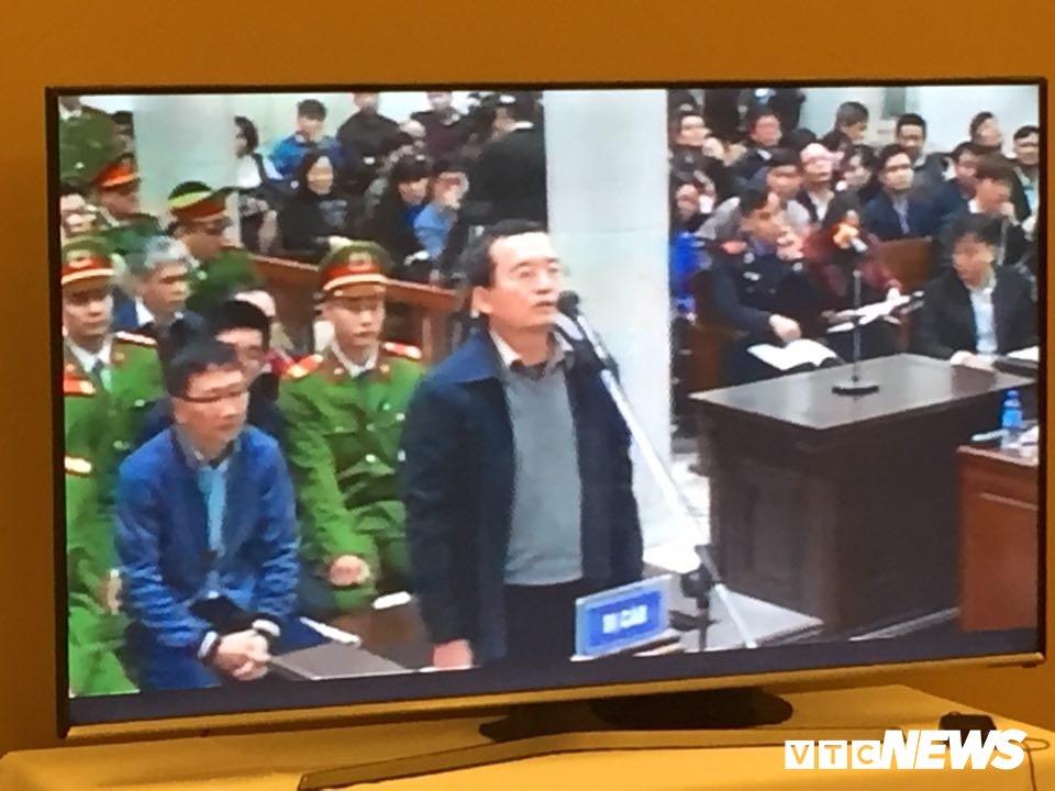 Ong Dinh La Thang, Trinh Xuan Thanh binh tinh tra loi truoc toa hinh anh 9
