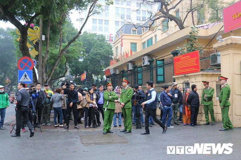 Ong Dinh La Thang, Trinh Xuan Thanh binh tinh tra loi truoc toa hinh anh 2