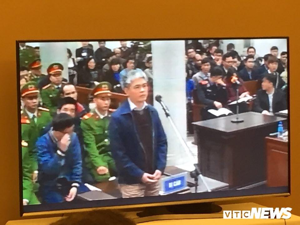 Ong Dinh La Thang, Trinh Xuan Thanh binh tinh tra loi truoc toa hinh anh 10