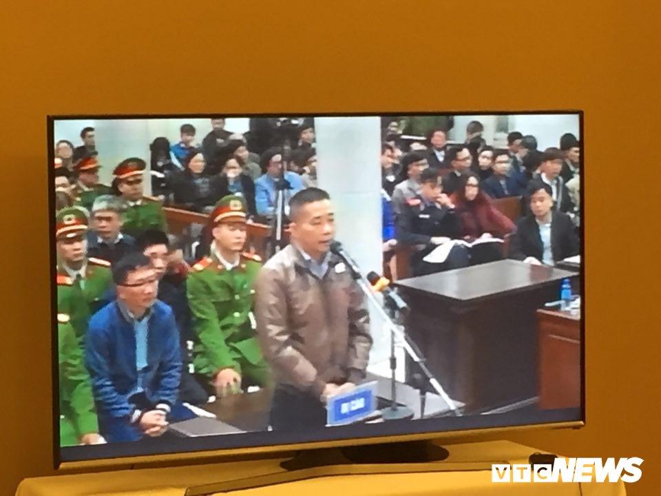 Ong Dinh La Thang, Trinh Xuan Thanh binh tinh tra loi truoc toa hinh anh 13