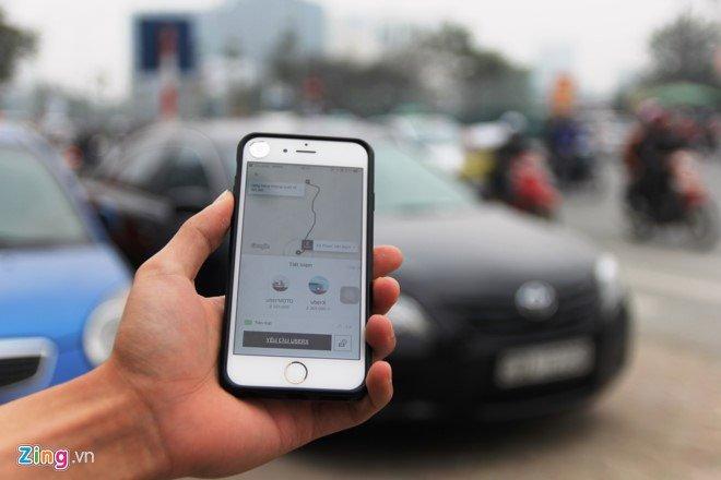 Ha Noi cám Uber, Grab tren nhièu tuyén phó: 'Muon ve nha chac phai xe logo' hinh anh 2