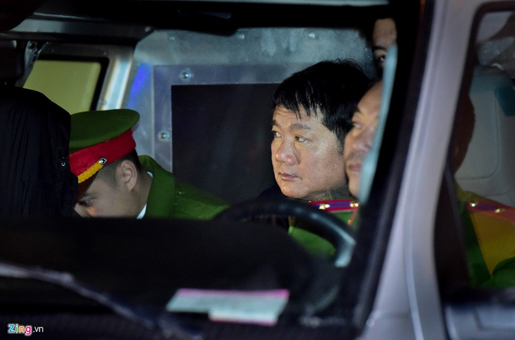Anh: Nhung khoanh khac trong 10 ngay xet xu ong Dinh La Thang va dong pham hinh anh 13