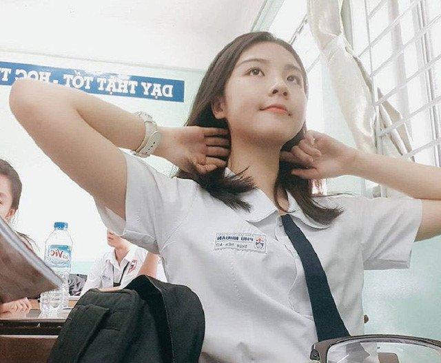 Nu sinh Sai Gon xinh dep duoc menh danh 'thien than hoc duong' hinh anh 1