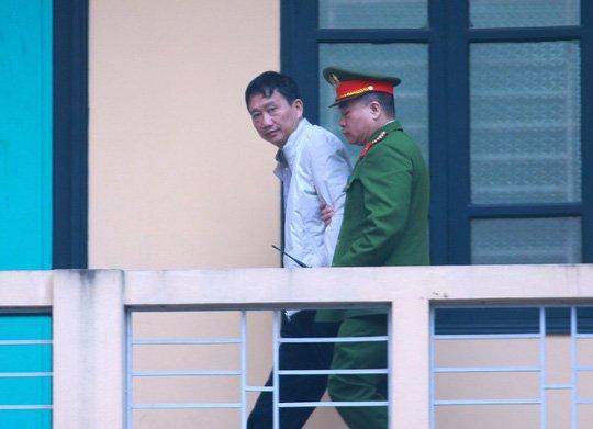 Luat su cua em trai ong Dinh La Thang de nghi duoc tiep xuc than chu trong gio giai lao hinh anh 1